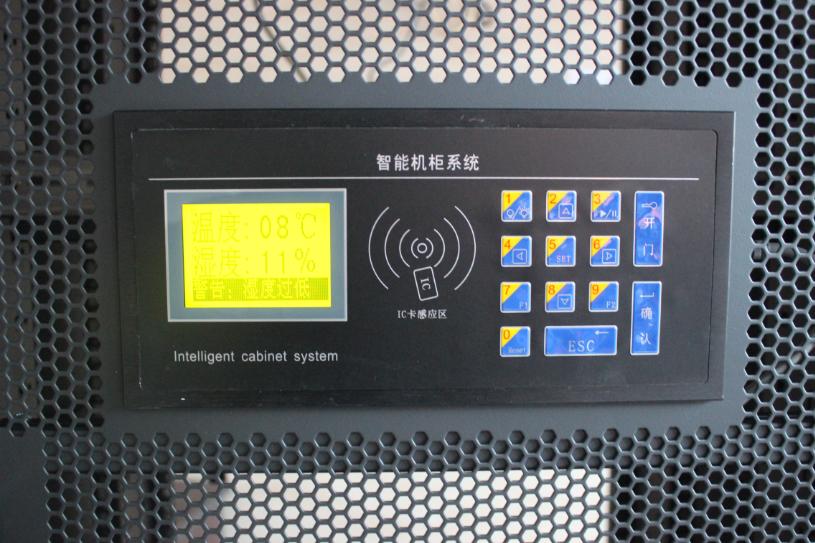 员可以通过输入密码或刷卡的方式打开电子锁取消门禁